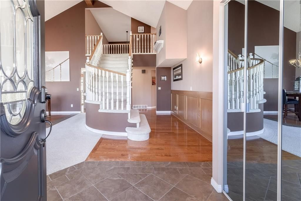 Photo 2: Photos: 248 WOOD VALLEY Bay SW in Calgary: Woodbine Detached for sale : MLS®# C4211183
