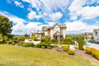 """Photo 2: 39 2845 156 Street in Surrey: Grandview Surrey Townhouse for sale in """"THE HEIGHTS"""" (South Surrey White Rock)  : MLS®# R2585100"""