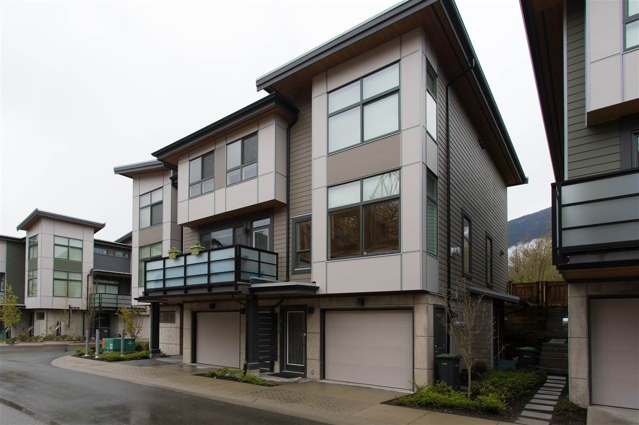 """Main Photo: 38355 SUMMITS VIEW Drive in Squamish: Downtown SQ Townhouse for sale in """"Eaglewind Natures Gate"""" : MLS®# R2157541"""