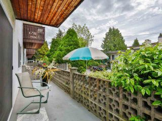 """Photo 4: 103 910 FIFTH Avenue in New Westminster: Uptown NW Condo for sale in """"Grosvenor Court/ Aldercrest Developments Inc."""" : MLS®# R2459937"""