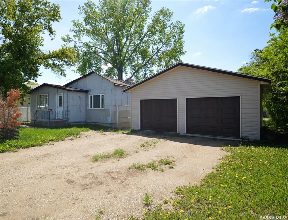 Main Photo: 945 Stadacona Street East in Moose Jaw: Hillcrest MJ Residential for sale : MLS®# SK857131