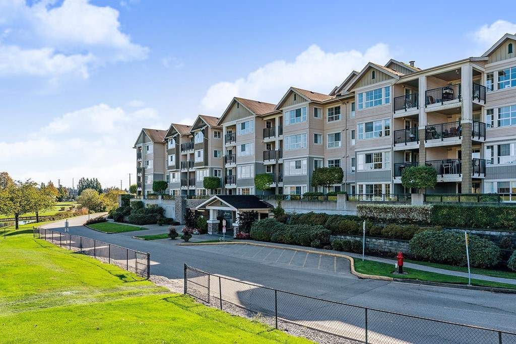 Main Photo: 112 19673 MEADOW GARDENS WAY in Pitt Meadows: North Meadows PI Condo for sale : MLS®# R2434508