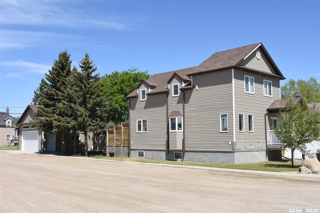 Main Photo: 201 Main Street in Vibank: Residential for sale : MLS®# SK846390