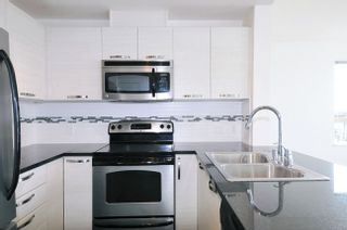 "Photo 4: 502 7478 BYRNEPARK Walk in Burnaby: South Slope Condo for sale in ""GREEN"" (Burnaby South)  : MLS®# R2021457"