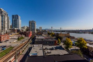 """Photo 3: 1105 680 CLARKSON Street in New Westminster: Downtown NW Condo for sale in """"THE CLARKSON"""" : MLS®# R2409786"""