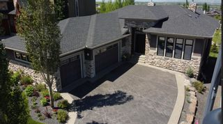 Photo 2: 53 Crestridge View SW in Calgary: Crestmont Detached for sale : MLS®# A1118918