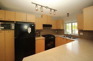 """Photo 7: 302 2966 SILVER SPRINGS BLV Boulevard in Coquitlam: Westwood Plateau Condo for sale in """"TAMARISK"""" : MLS®# R2171293"""