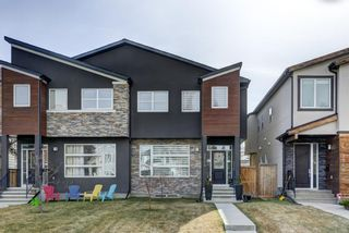 Photo 2: 3514 1 Street NW in Calgary: Highland Park Semi Detached for sale : MLS®# A1089981