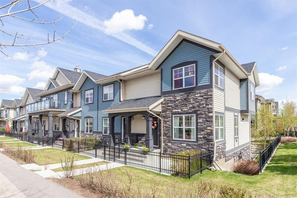 Main Photo: 243 Mckenzie Towne Link SE in Calgary: McKenzie Towne Row/Townhouse for sale : MLS®# A1106653