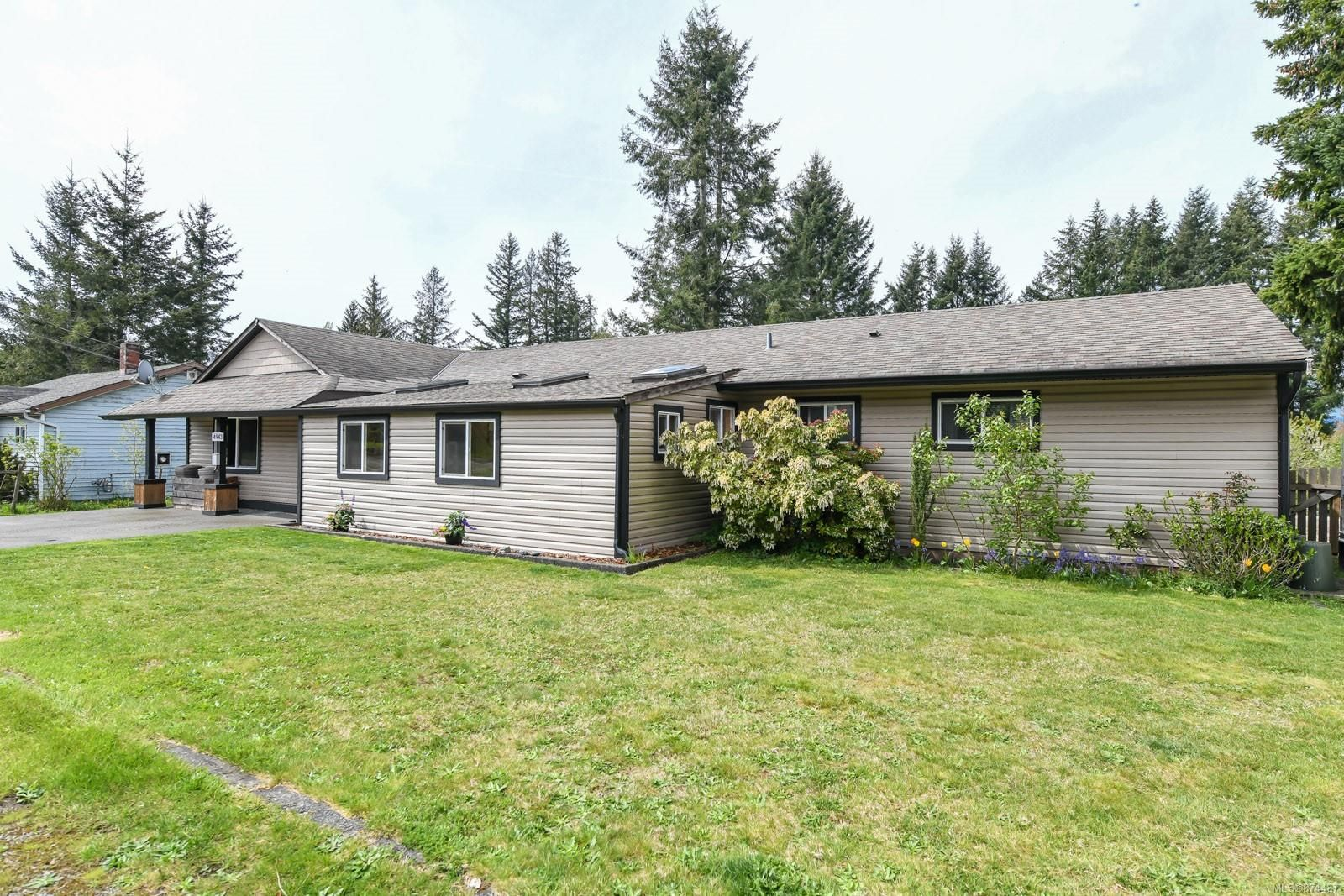 Main Photo: 4943 Cliffe Rd in : CV Courtenay North House for sale (Comox Valley)  : MLS®# 874487