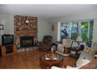Photo 3: 1060 Llanfair Cres in BRENTWOOD BAY: CS Brentwood Bay House for sale (Central Saanich)  : MLS®# 551642