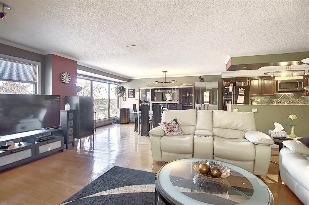 Main Photo: 806 320 Meredith Road NE in Calgary: Crescent Heights Apartment for sale : MLS®# A1106312