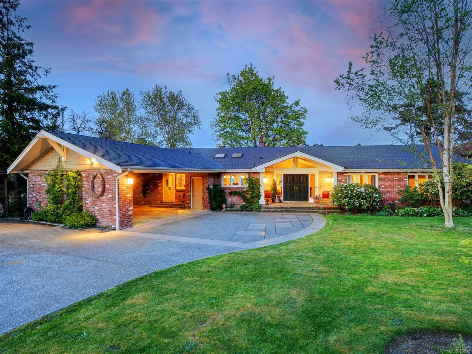 Main Photo: 6749 Welch Rd in : CS Martindale House for sale (Central Saanich)  : MLS®# 875502
