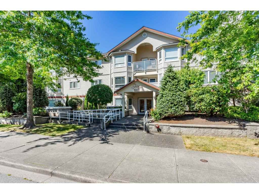 """Main Photo: 210 5977 177B Street in Surrey: Cloverdale BC Condo for sale in """"THE STETSON"""" (Cloverdale)  : MLS®# R2482496"""
