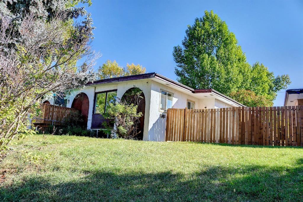 Main Photo: 3036 Doverville Crescent SE in Calgary: Dover Semi Detached for sale : MLS®# A1148570