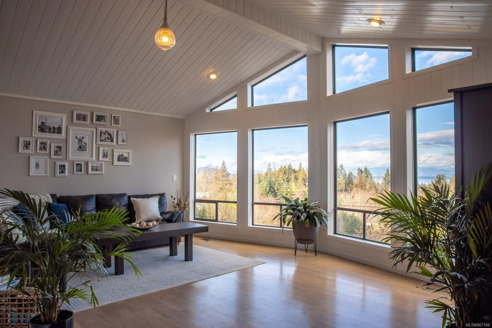 Main Photo: 6851 Philip Rd in : Na Upper Lantzville House for sale (Nanaimo)  : MLS®# 867106