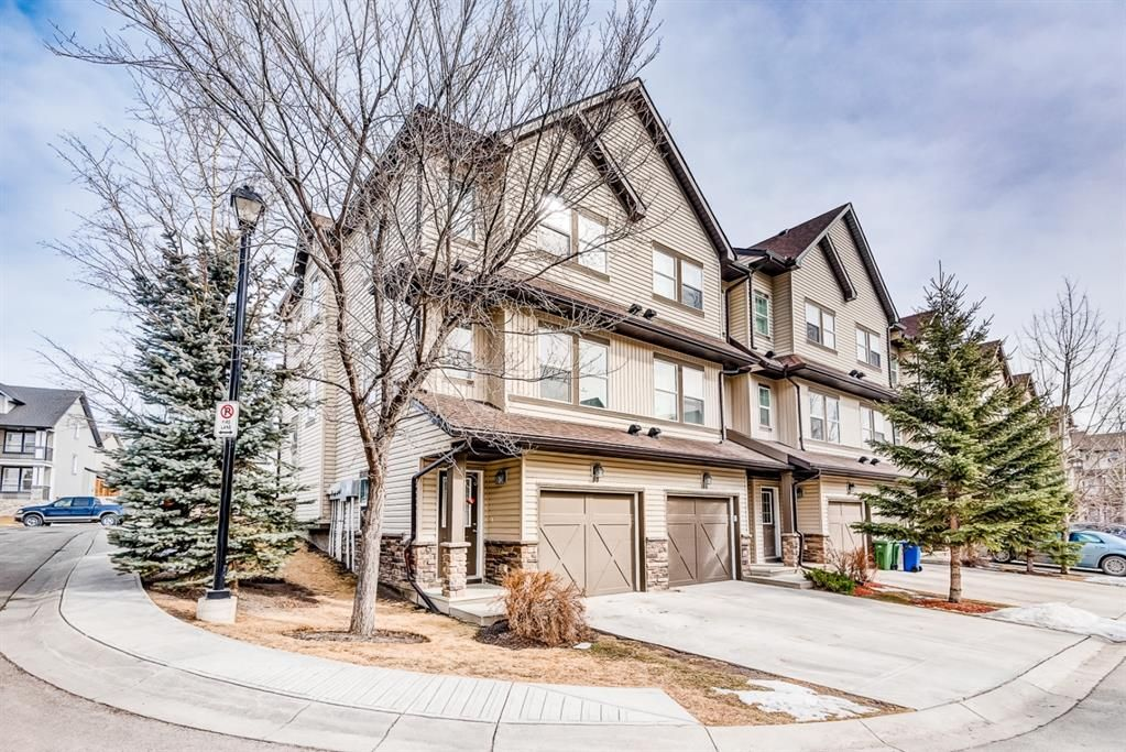 Main Photo: 100 28 Heritage Drive: Cochrane Row/Townhouse for sale : MLS®# A1076913