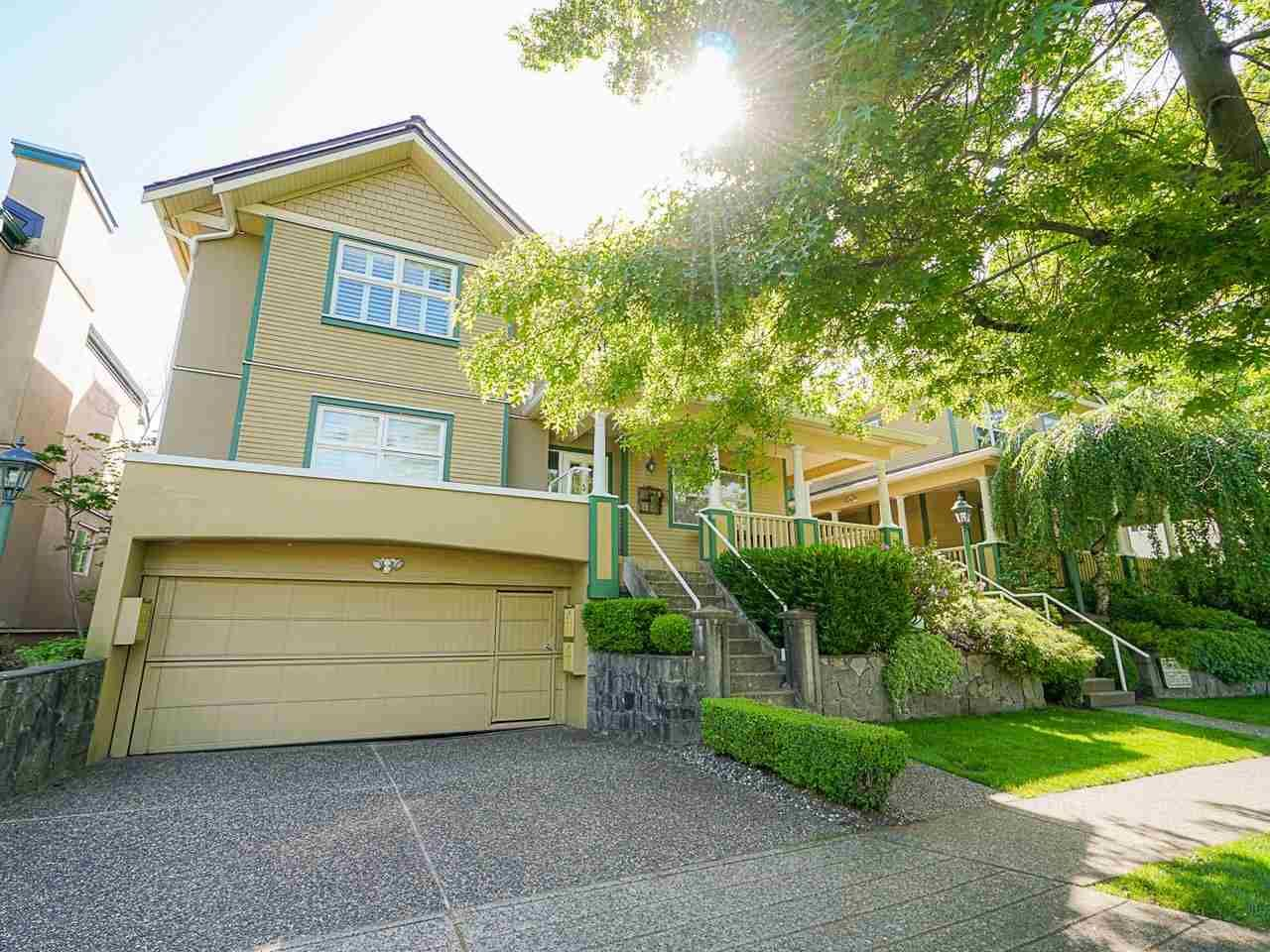 "Main Photo: 4 235 E KEITH Road in North Vancouver: Lower Lonsdale Townhouse for sale in ""Carriage Hill"" : MLS®# R2471169"