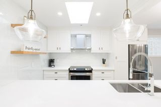 """Photo 18: 302 874 W 6TH Avenue in Vancouver: Fairview VW Condo for sale in """"Fairview"""" (Vancouver West)  : MLS®# R2625447"""