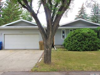 Photo 2: 104 Dryburgh Crescent in Regina: Walsh Acres Residential for sale : MLS®# SK867585