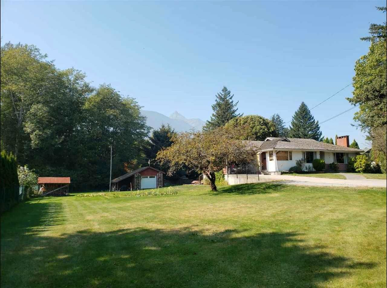 Main Photo: 41727 GOVERNMENT Road in Squamish: Brackendale House for sale : MLS®# R2548141