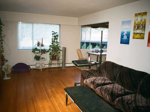 Photo 3: Photos: 4 48 Leopold Place in New Westminster: Downtown NW Condo for sale : MLS®# v908797