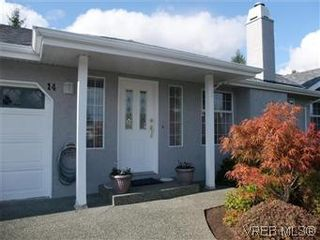 Photo 2: 14 2560 Wilcox Terr in VICTORIA: CS Tanner Row/Townhouse for sale (Central Saanich)  : MLS®# 588799
