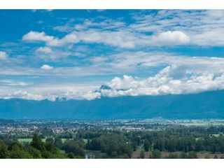 """Photo 3: 93 8590 SUNRISE Drive in Chilliwack: Chilliwack Mountain Townhouse for sale in """"MAPLE HILLS"""" : MLS®# R2284999"""