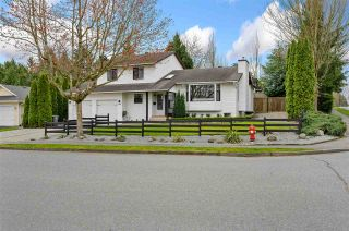 """Photo 4: 17210 62A Avenue in Surrey: Cloverdale BC House for sale in """"GREENAWAY"""" (Cloverdale)  : MLS®# R2559037"""