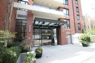 """Photo 1: 1303 909 MAINLAND Street in Vancouver: Yaletown Condo for sale in """"YALETOWN PARK 2"""" (Vancouver West)  : MLS®# R2561164"""