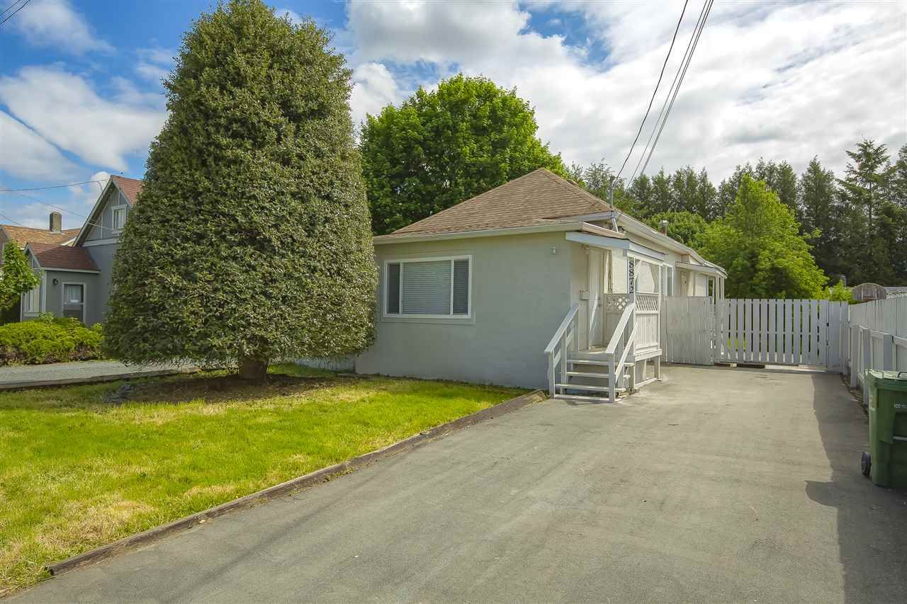Main Photo: 8872 ELM Drive in Chilliwack: Chilliwack E Young-Yale House for sale : MLS®# R2456882