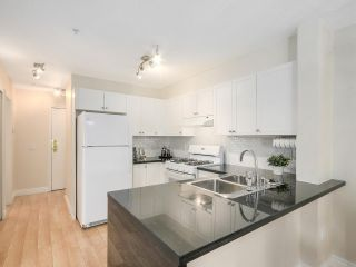 """Photo 8: 206 688 E 16TH Avenue in Vancouver: Fraser VE Condo for sale in """"VINTAGE EASTSIDE"""" (Vancouver East)  : MLS®# R2189577"""