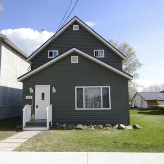 Photo 1: 1031 Scott Street in Fort Frances: House for sale : MLS®# TB211237