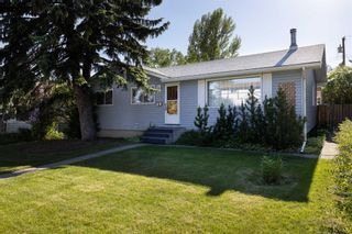 Main Photo: 3311 24 Street NW in Calgary: Charleswood Detached for sale : MLS®# A1147403
