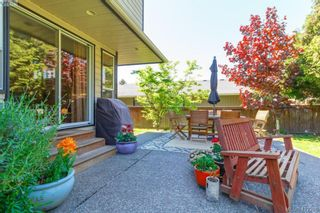 Photo 33: 588 Leaside Ave in VICTORIA: SW Glanford House for sale (Saanich West)  : MLS®# 817494