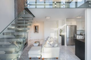 """Photo 2: 1206 1238 RICHARDS Street in Vancouver: Yaletown Condo for sale in """"METROPOLIS"""" (Vancouver West)  : MLS®# R2187337"""