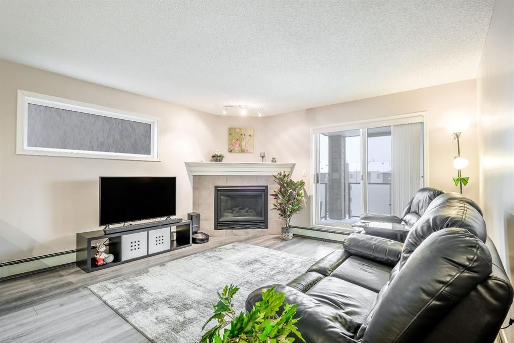 Main Photo: 317 20 Sierra Morena Mews SW in Calgary: Signal Hill Apartment for sale : MLS®# A1067559