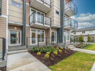 Photo 1: 103 308 Hillcrest Ave in NANAIMO: Na University District Row/Townhouse for sale (Nanaimo)  : MLS®# 832673