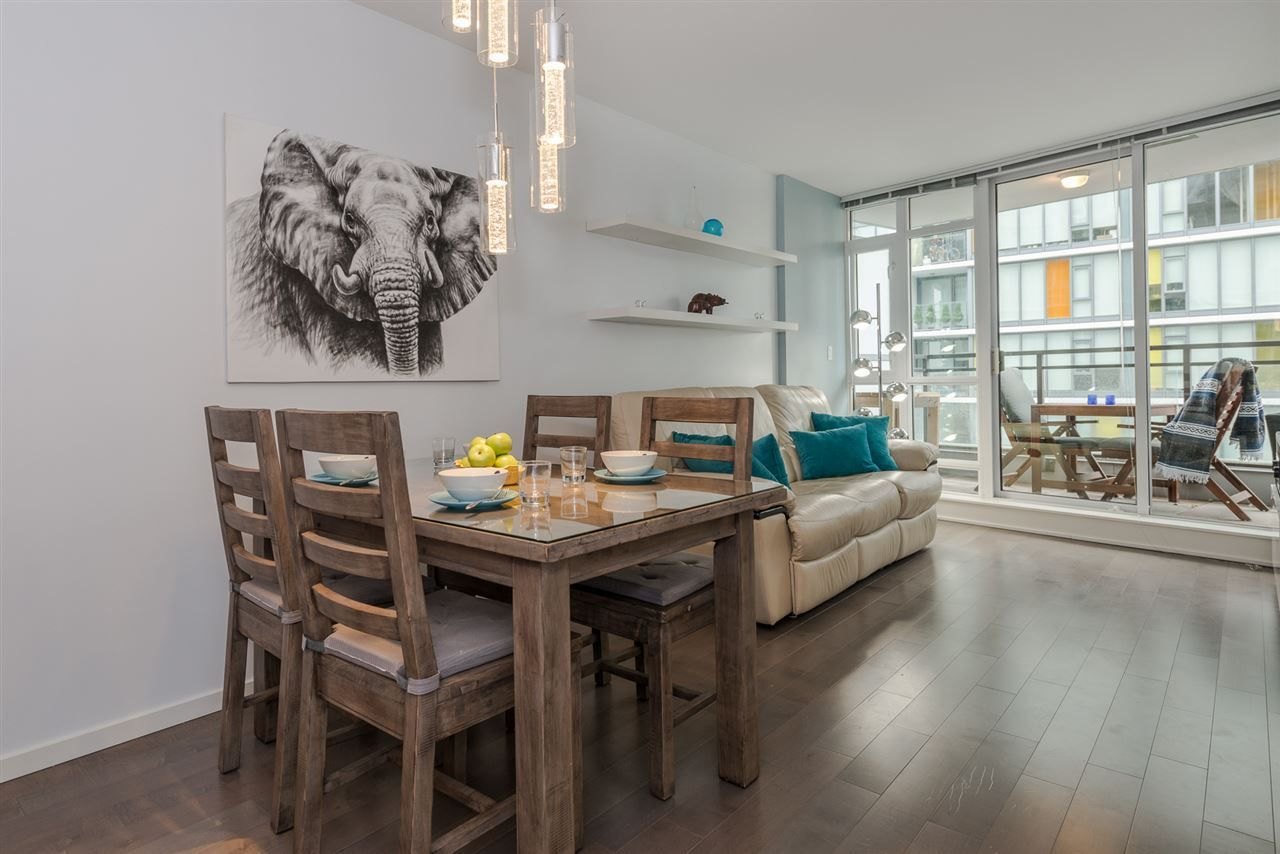 """Main Photo: 1104 89 W 2ND Avenue in Vancouver: False Creek Condo for sale in """"PINNACLE LIVING FALSE CREEK"""" (Vancouver West)  : MLS®# R2250974"""