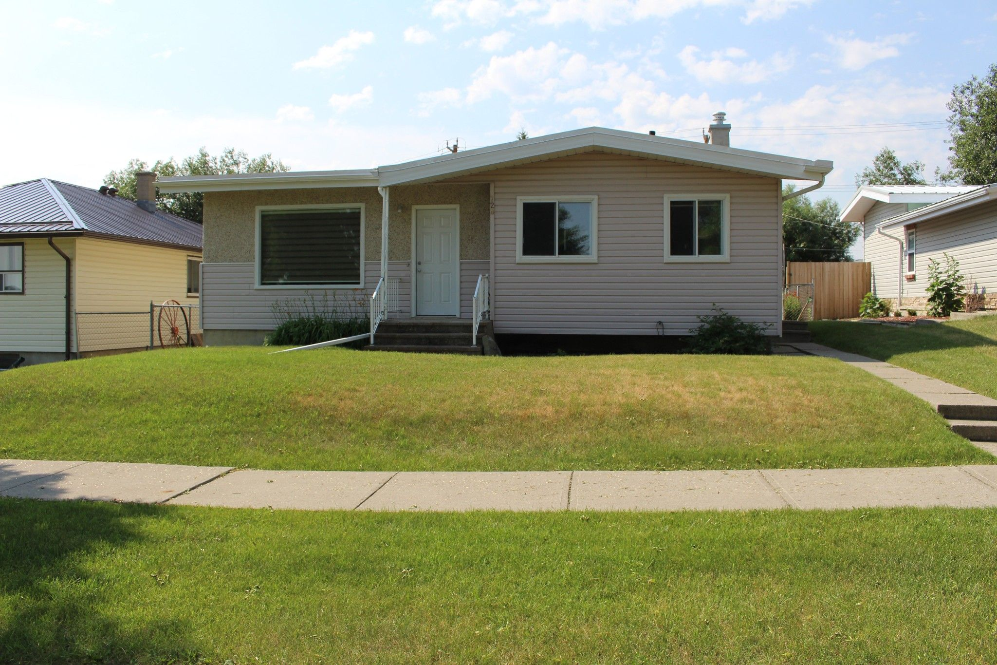 Main Photo: 728 McDougall Street in Pincher Creek: House for sale