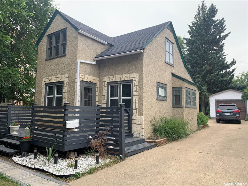 Main Photo: 1062 104th Street in North Battleford: Paciwin Residential for sale : MLS®# SK864492