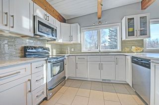 Photo 2: 6531 LARKSPUR Way SW in Calgary: North Glenmore Park House for sale : MLS®# C4149093