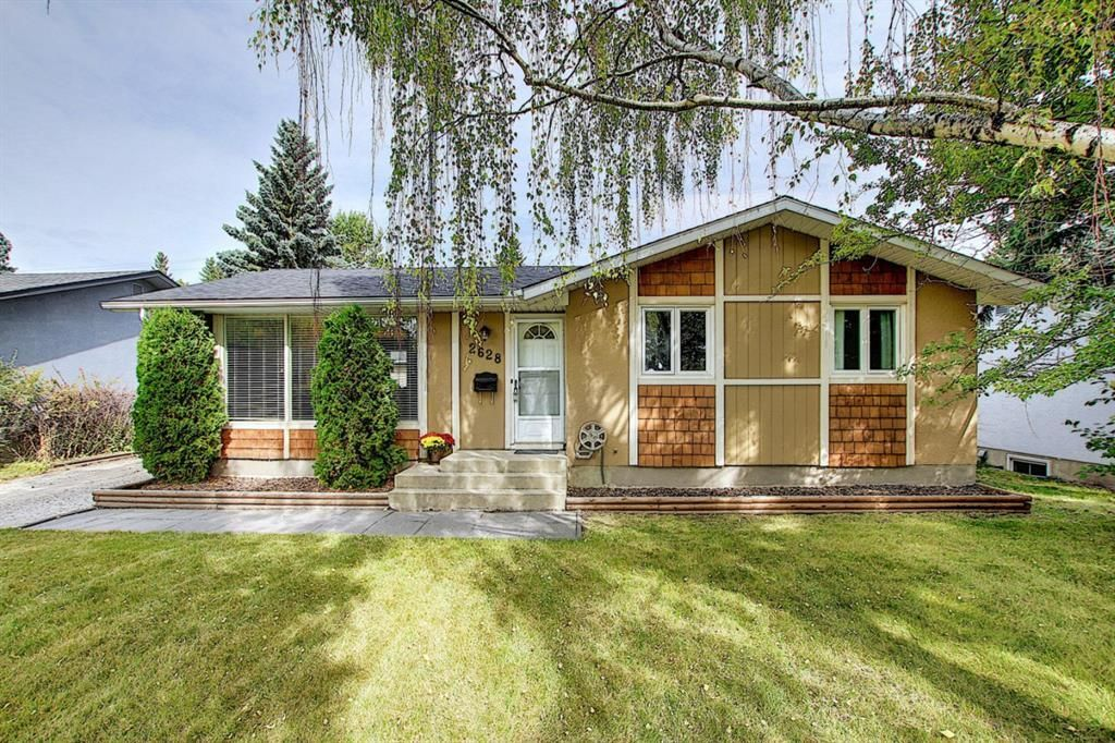 Main Photo: 2628 63 Avenue SW in Calgary: Lakeview Detached for sale : MLS®# A1013269