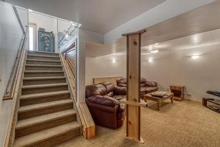 Photo 18: 633 Agate Crescent SE in Calgary: Acadia Detached for sale : MLS®# A1112832
