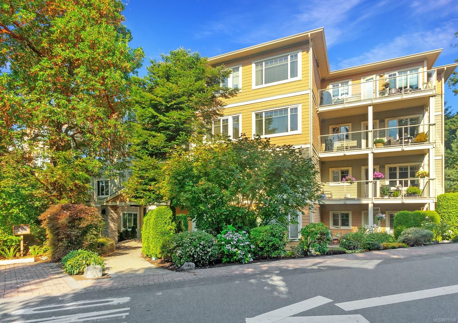 Main Photo: 207 125 ALDERSMITH Pl in : VR View Royal Condo for sale (View Royal)  : MLS®# 875149