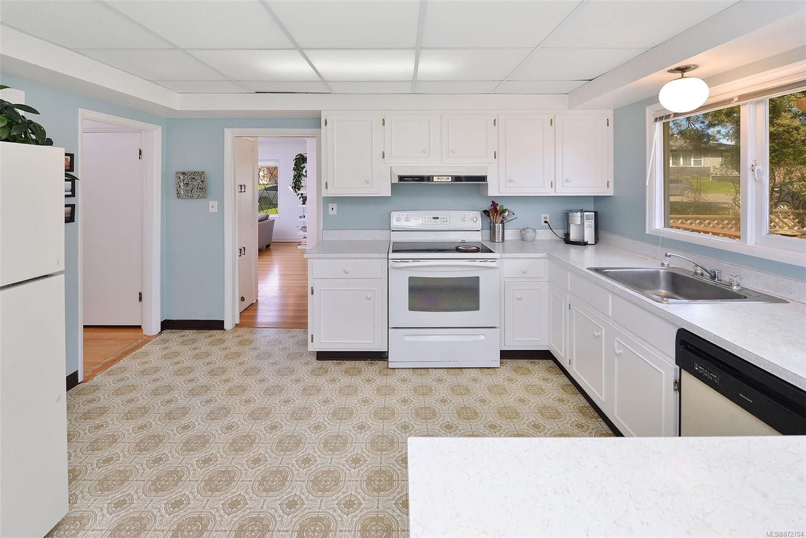 Photo 12: Photos: 2183 Sandowne Rd in : OB Henderson House for sale (Oak Bay)  : MLS®# 872704