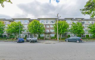 """Photo 1: 105 46150 BOLE Avenue in Chilliwack: Chilliwack N Yale-Well Condo for sale in """"THE NEWMARK"""" : MLS®# R2382418"""