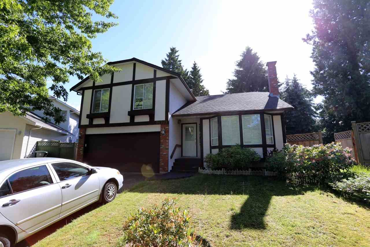 Main Photo: 14971 SOUTHMERE Place in Surrey: Sunnyside Park Surrey House for sale (South Surrey White Rock)  : MLS®# R2445455
