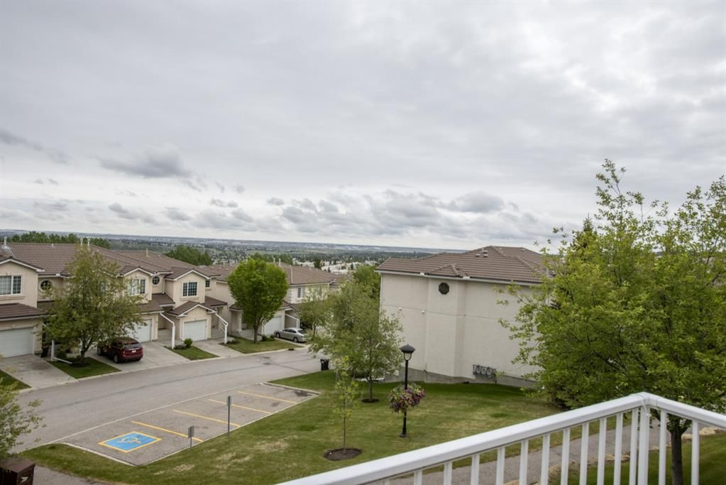 Main Photo:  in Calgary: Hamptons Row/Townhouse for sale : MLS®# A1118682