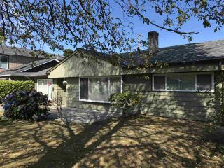 "Photo 2: 1326 COTTONWOOD Crescent in North Vancouver: Norgate House for sale in ""Norgate"" : MLS®# R2199125"